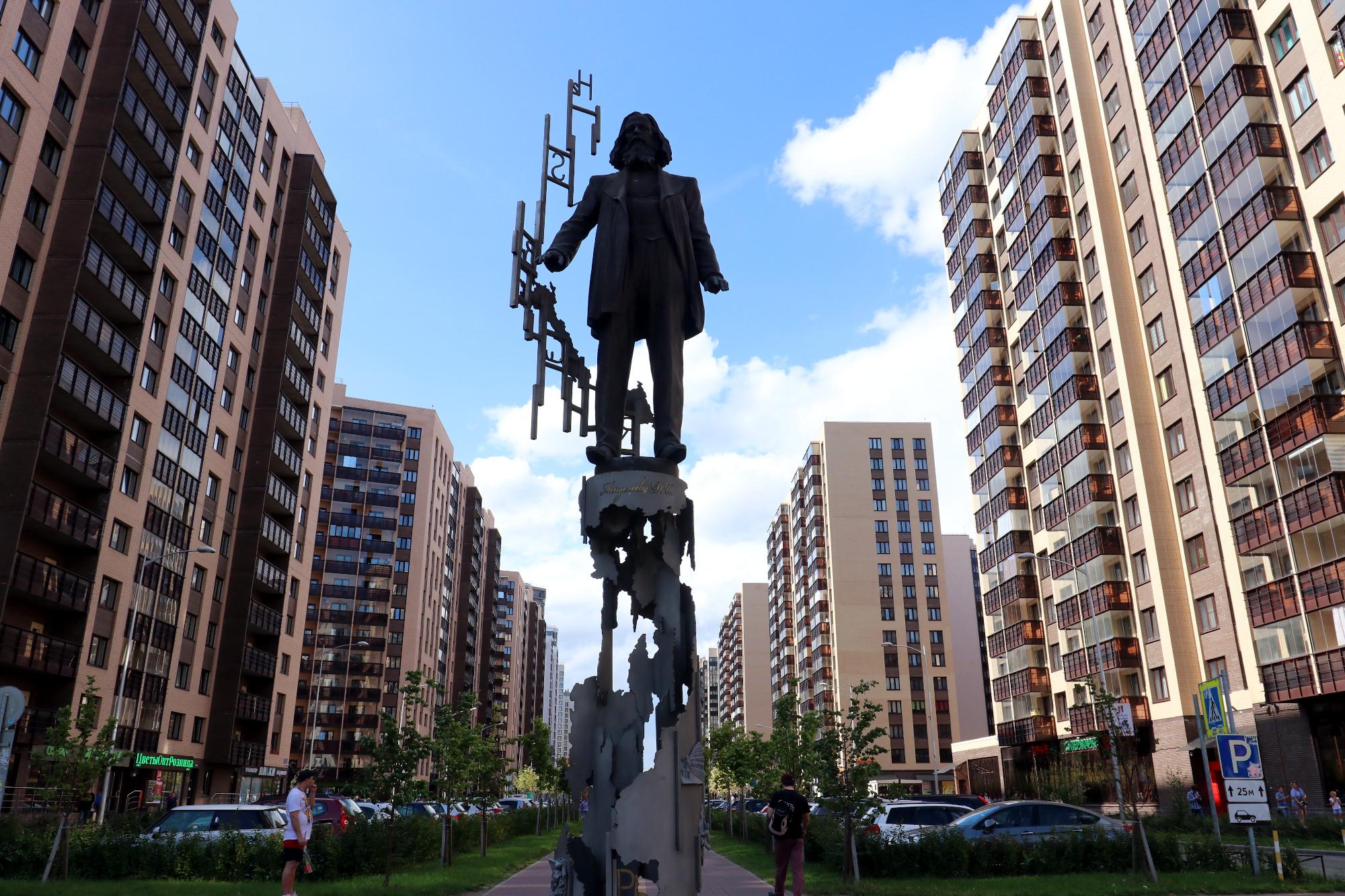 Мурино новостройки жилые дома памятник Менделееву