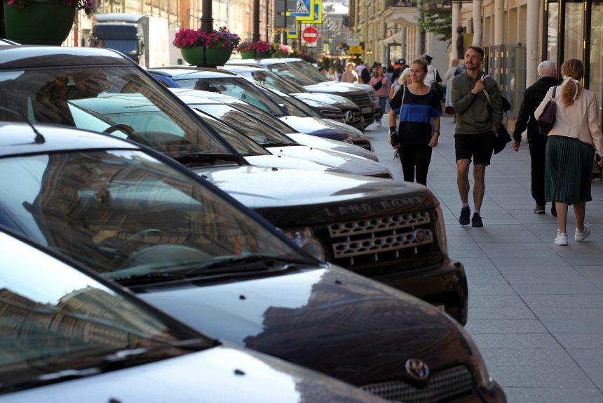 Проект «Здесь комфортно»: За тротуары отвечают два транспортных комитета, за интересы пешеходов - никто
