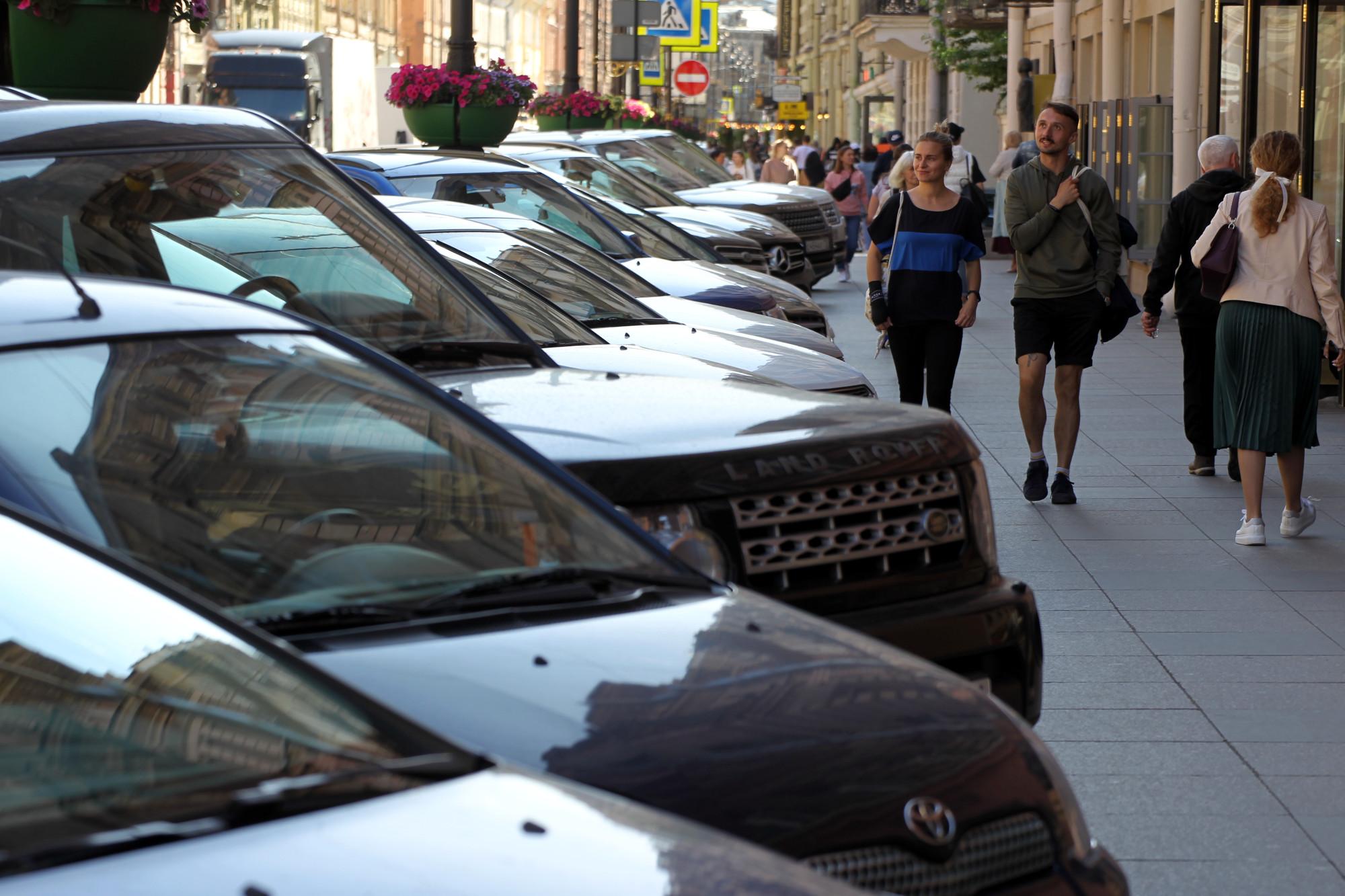улица Рубинштейна припаркованные машины