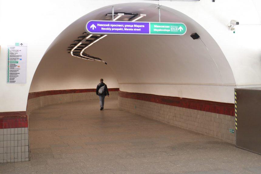 метрополитен, пустые коридоры, карантин, станция метро Площадь Восстания