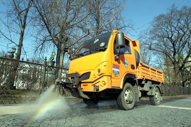 уборка улиц, тротуар, Невский проспект, поливальная машина, мойка тротуара