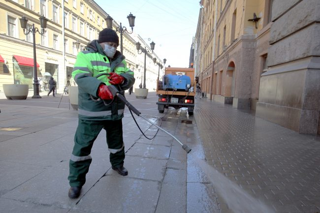 уборка улиц, тротуар, дворник, мойка тротуара, Малая Садовая улица