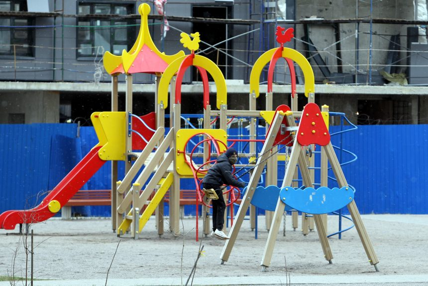 детская площадка, ребёнок, качели, маска, карантин, коронавирус