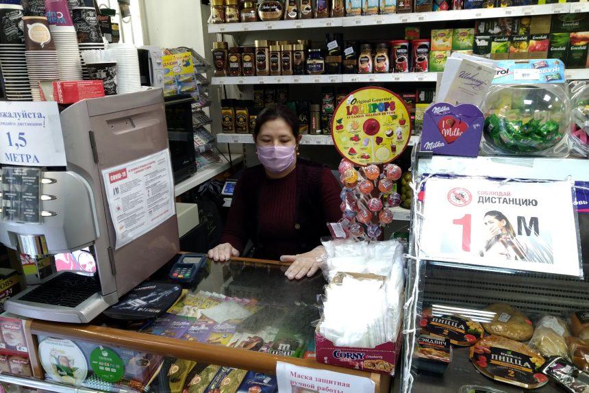 продуктовый магазин, продавец в маске, карантин, коронавирус
