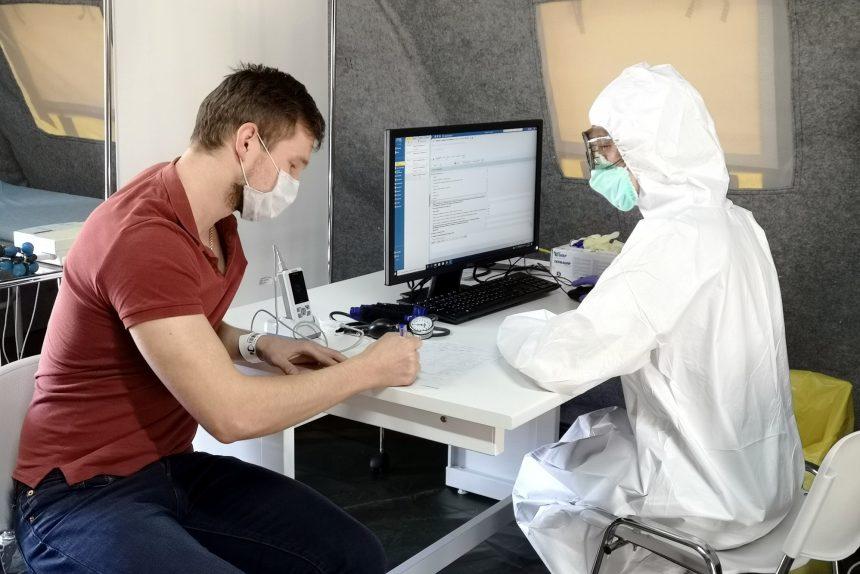 Показатели растут: в России выявили более 13,5 тыс. новых случаев COVID-19