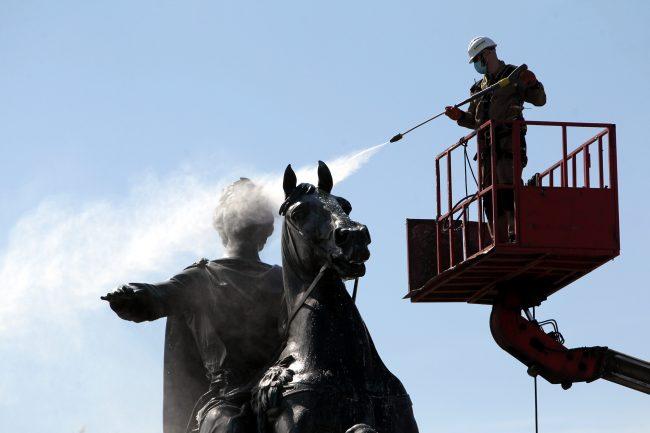 мытьё памятников, Медный всадник, Памятник Петру I, Сенатская площадь