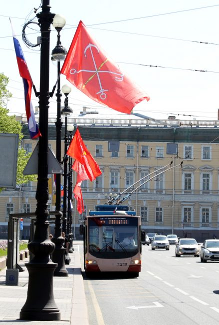 День города, украшения, Дворцовый проезд, троллейбус, флаг Петербурга