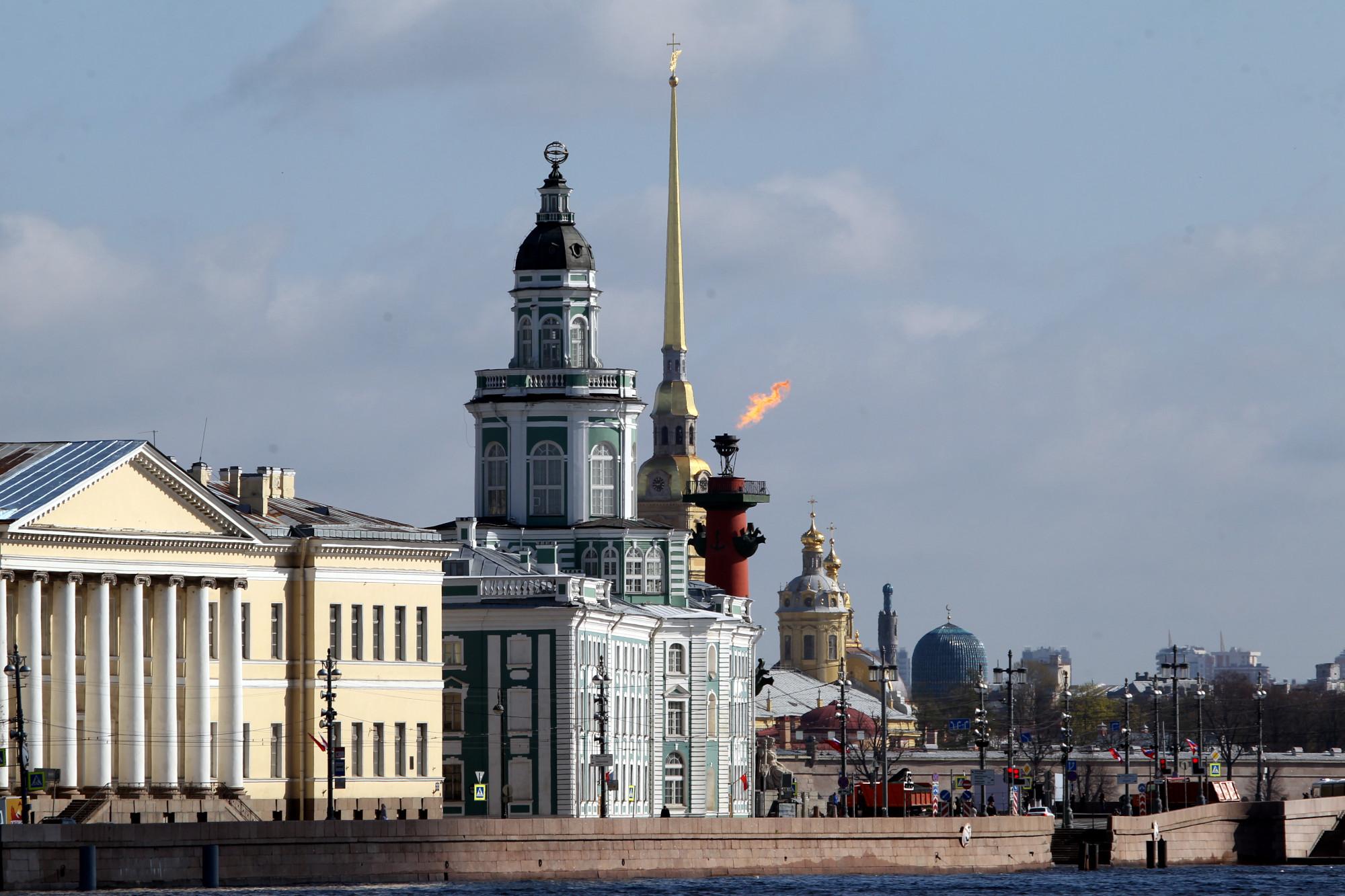 День Победы, 9 мая, зажжённые Ростральные колонны, Кунсткамера