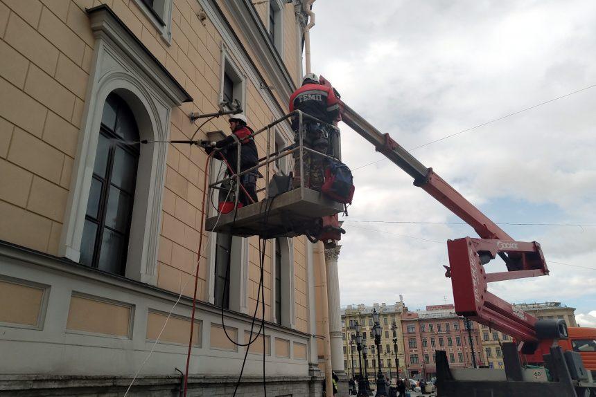 мытьё фасадов, Московский вокзал, весенняя уборка