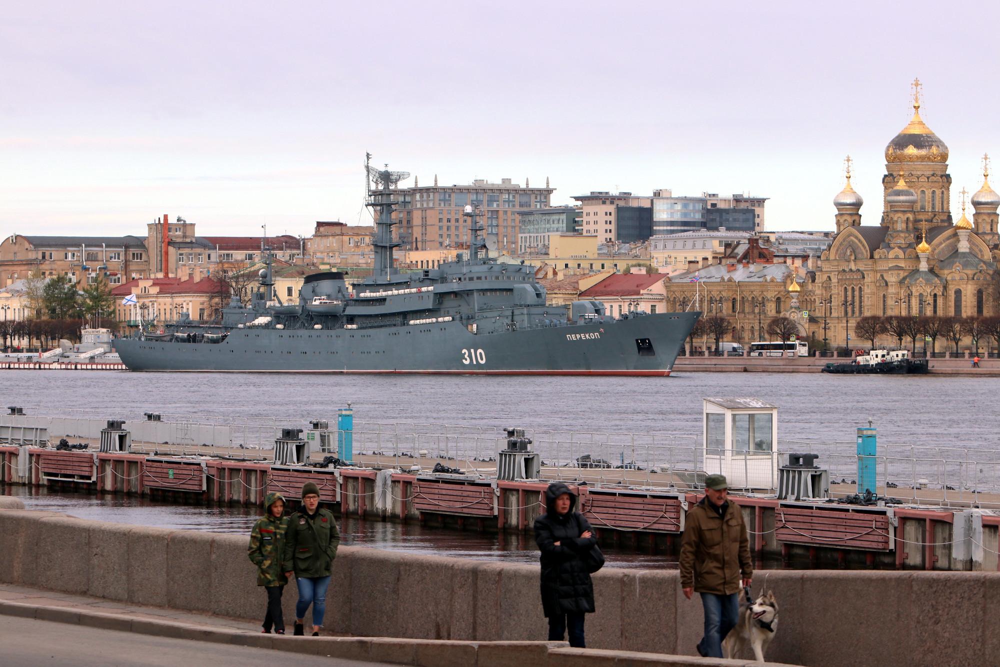 военный корабль, учебный корабль Перекоп, Нева, Английская набережная