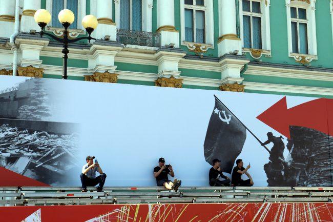 репетиция парада Победы, Дворцовая площадь, зрители, плакаты
