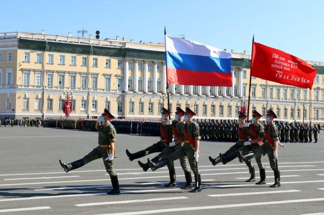 репетиция парада Победы, Дворцовая площадь, военные, флаг России, знамя Победы