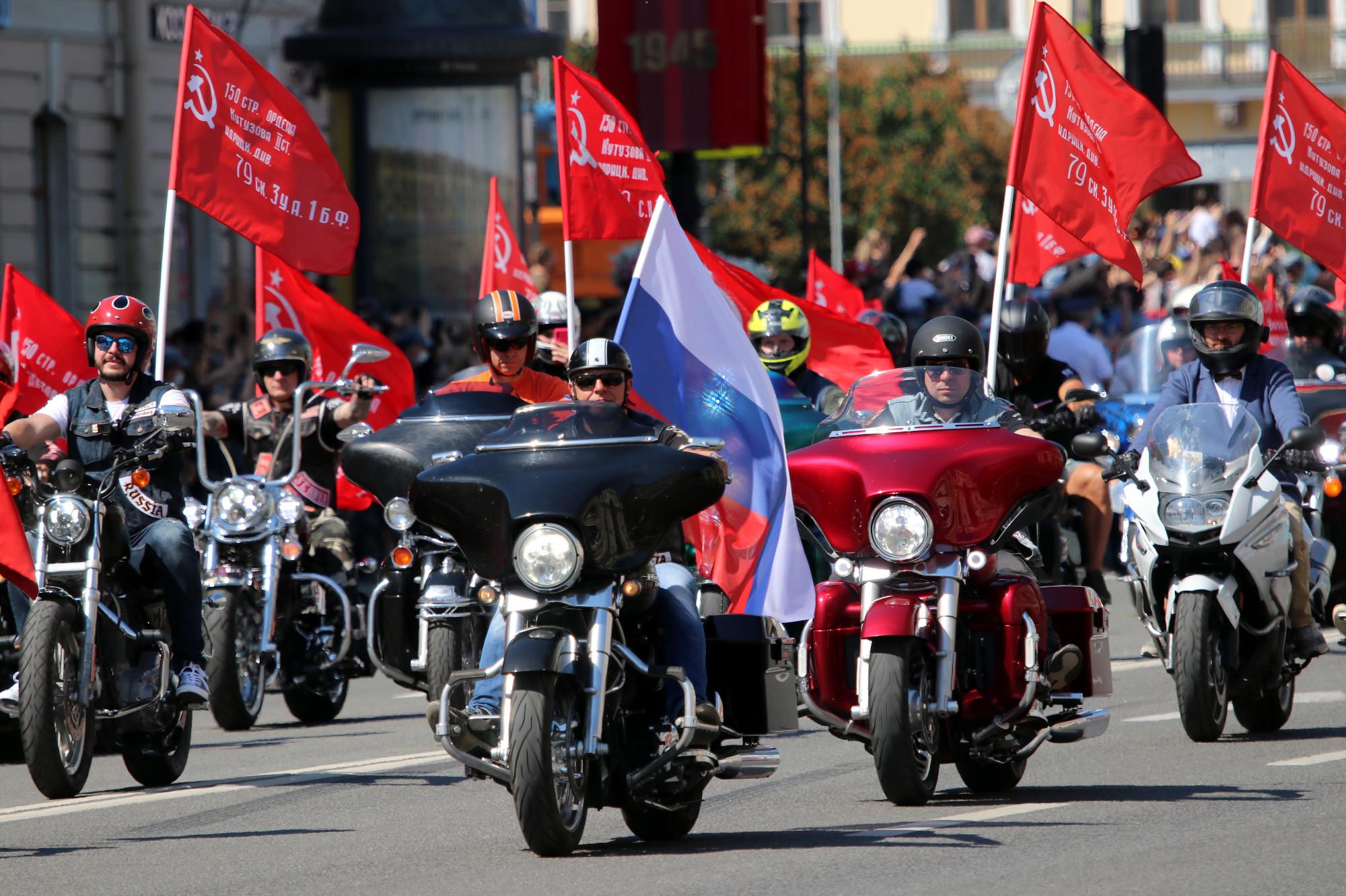 Невский проспект, парад, байкеры, мотоциклисты