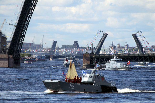 день ВМФ, главный военно-морской парад, военные корабли, ботик Петра I, десантный катер