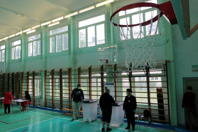 голосование, избирательный участок 172, поправки в конституцию, школьный спортзал, баскетбол