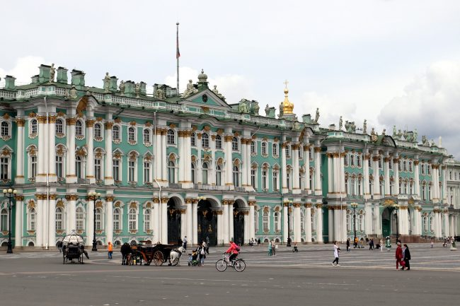 Эрмитаж, Зимний дворец, Дворцовая площадь