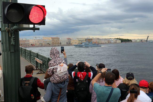 Литейный мост, Аврора, зрители, парад, день ВМФ, репетиция