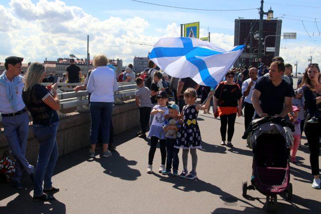 день ВМФ, главный военно-морской парад, зрители, андреевский флаг