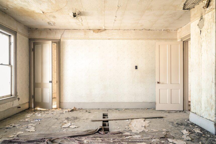 Согласовать нельзя не ремонтировать: как законно сделать перепланировку в квартире?