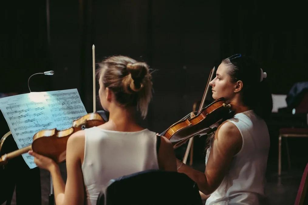 скрипачи, музыканты, классическая музыка