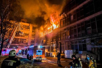 пожар в бывшем здании ЛЭМЗ