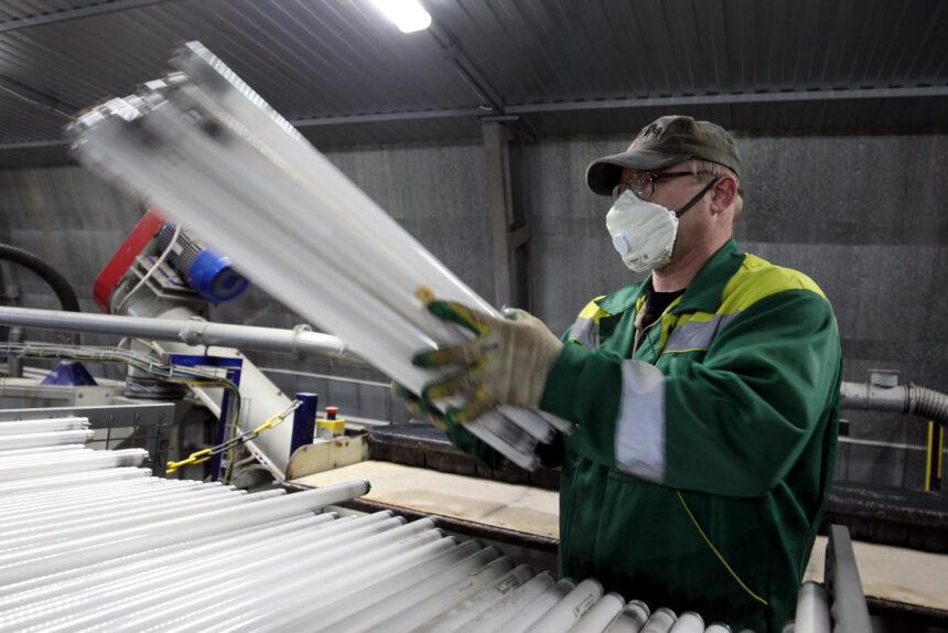 «Всё идёт в дело»: как работает петербургское предприятие по утилизации опасных отходов
