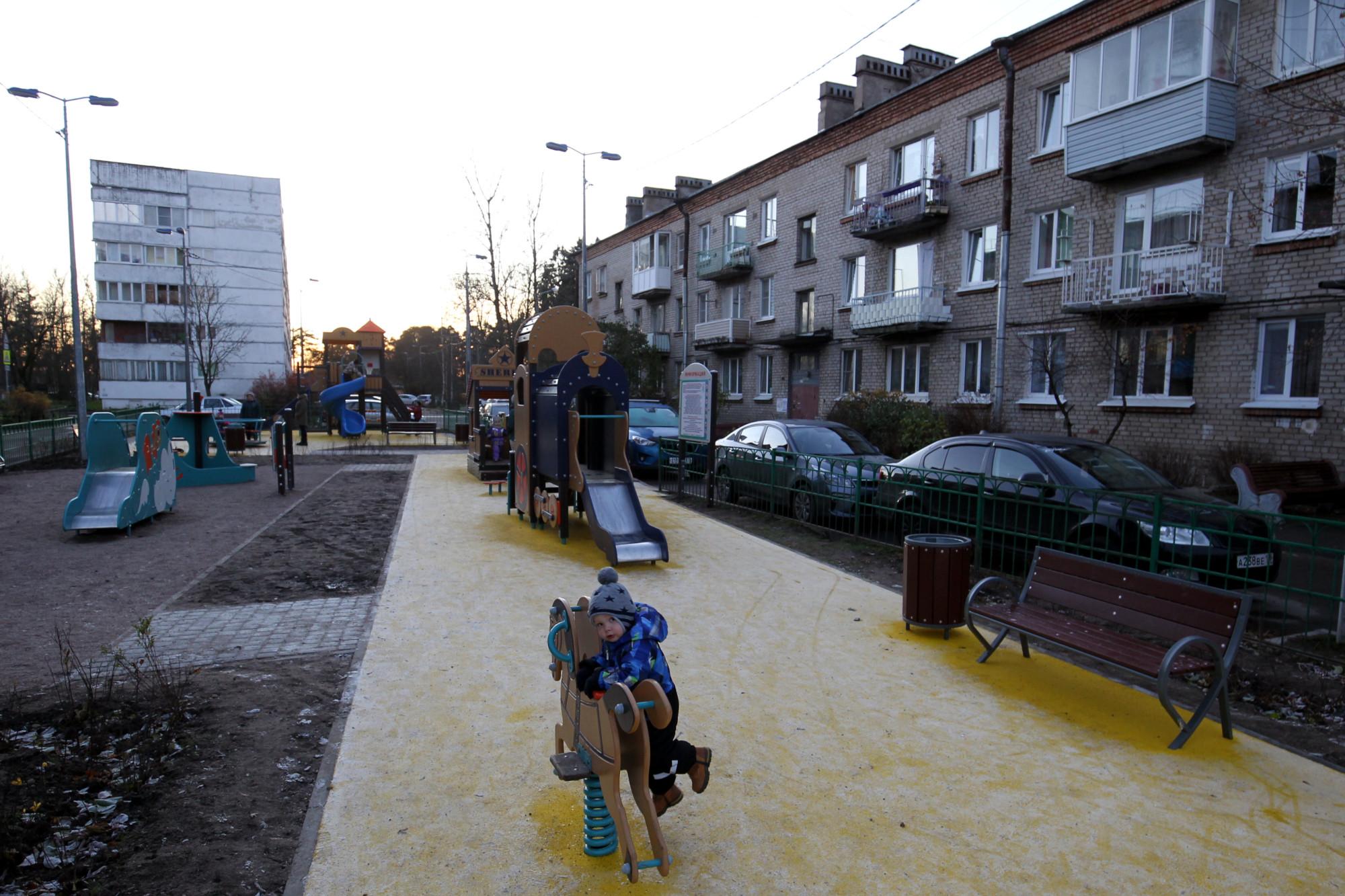 детская площадка, Парголово, улица Первого Мая 93