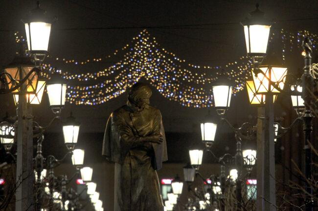 новогодние украшения, оформление, иллюминация, Малая Конюшенная улица, памятник Гоголю