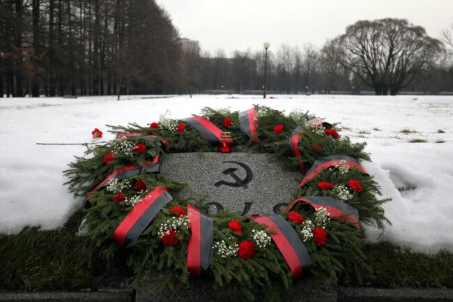 Пискарёвское мемориальное кладбище, день снятия блокады Ленинграда