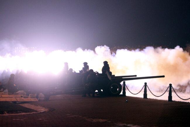 день снятия блокады Ленинграда, артиллерийский салют, артиллерия, пушки