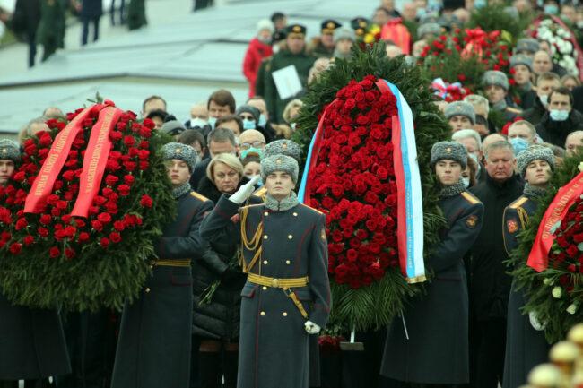 Пискарёвское мемориальное кладбище, день снятия блокады Ленинграда, почётный караул