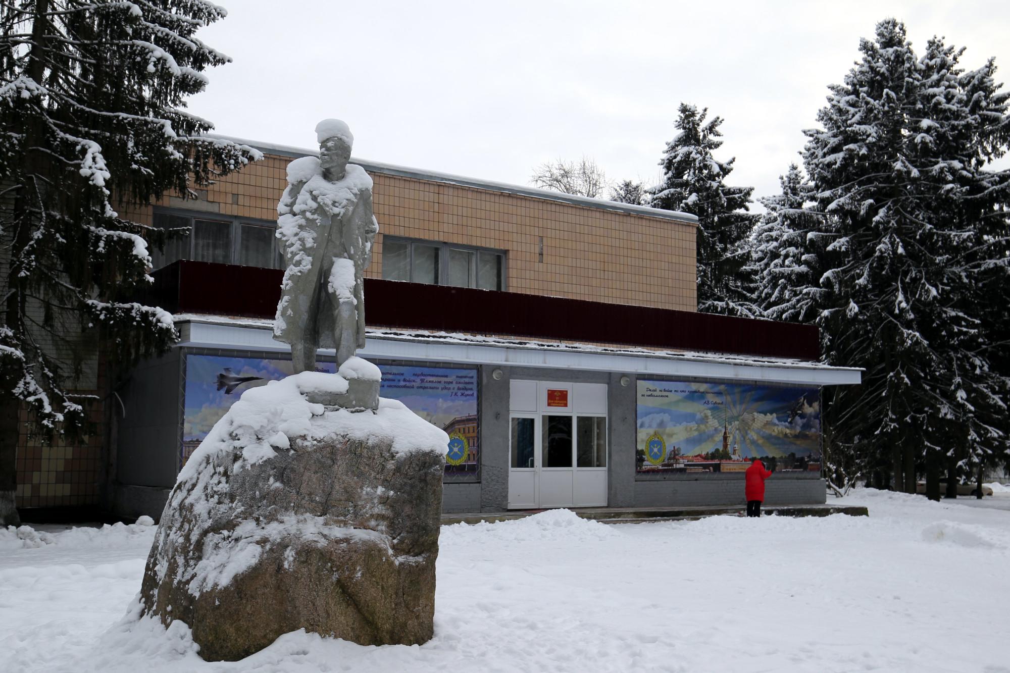 посёлок Хвойный, дом офицеров, памятник Ленину