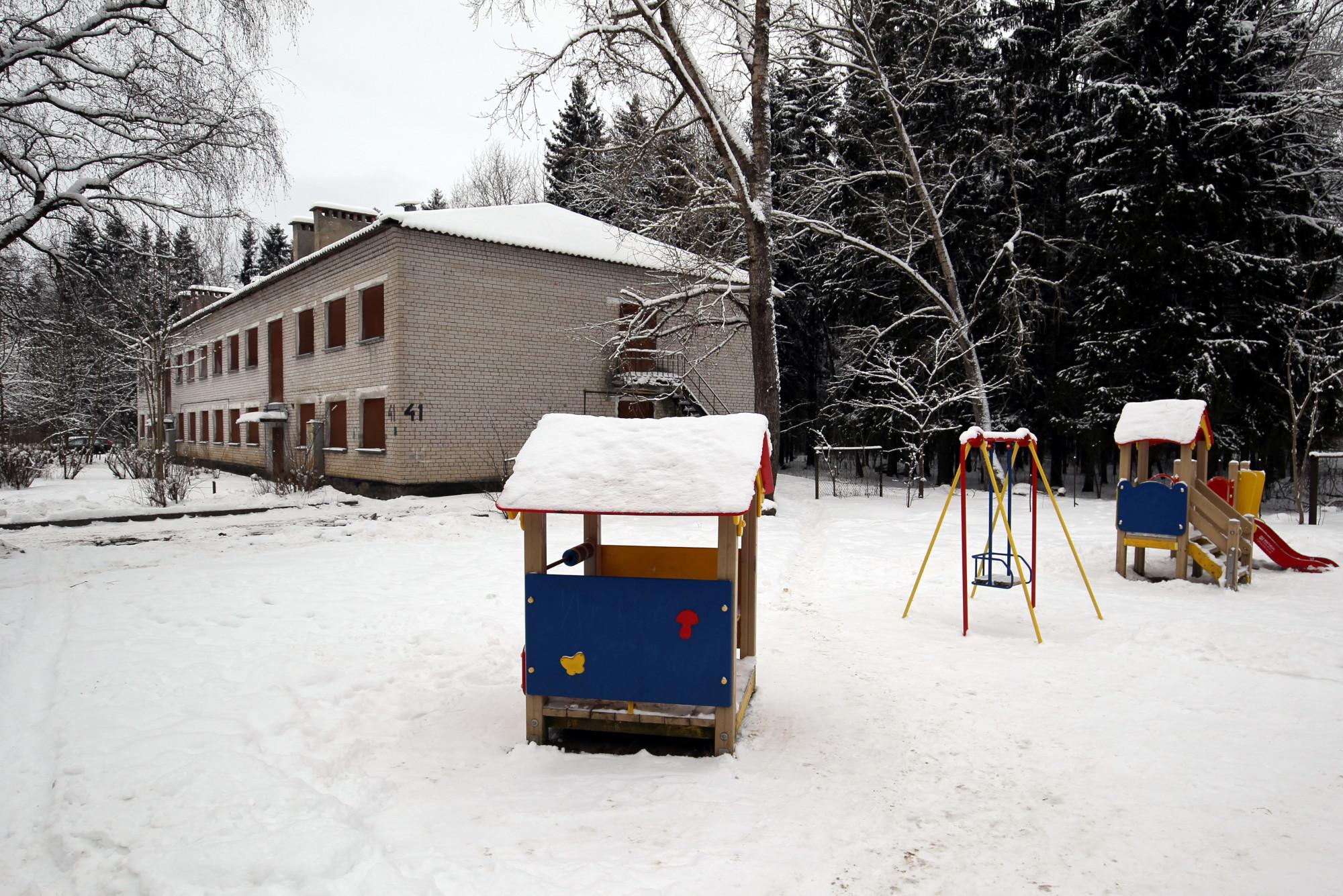 посёлок Хвойный, детская площадка, лечебный корпус госпиталя