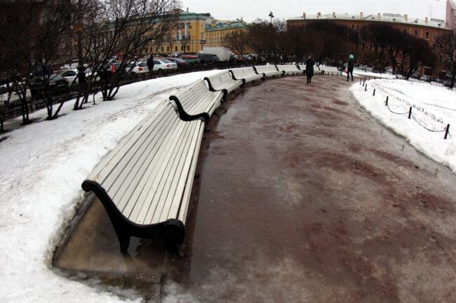 лавочки, пешеходная дорожка, слякоть, Исаакиевская площадь