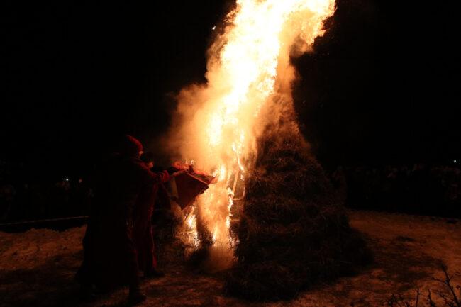 дацан Гунзэчойнэй, буддизм, новый год по восточному календарю, Сагаалган, ритуальный костёр, огонь