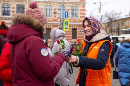 волонтёры акции #МыВместе