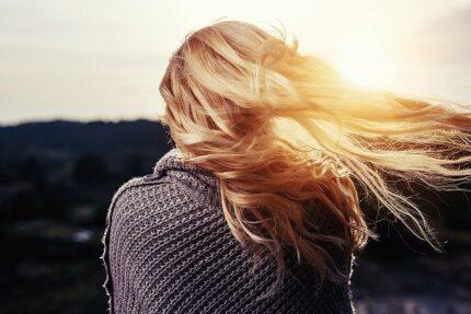 ветер прохлада солнце шаль девушка
