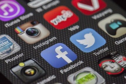 социальные сети twitter facebook instagram телефон