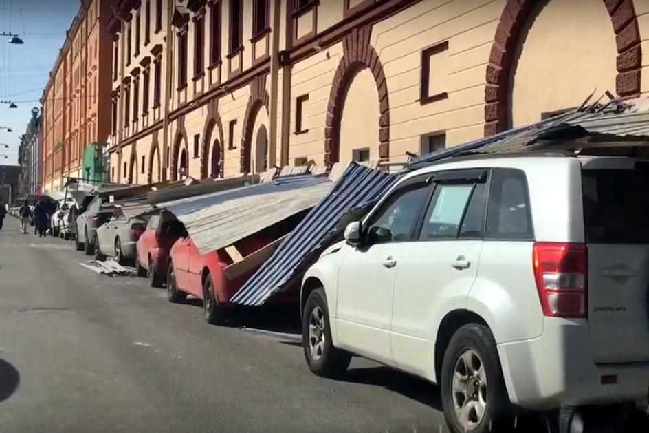 падение строительного забора на автомобили, набережная канала Грибоедова