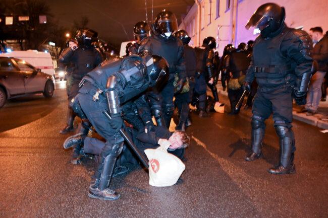 акция протеста, задержание, политический протест, сторонники Навального, полиция