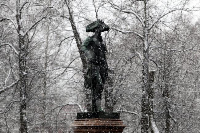 памятник Павлу I, Гатчина, снегопад, зима, весна, погода