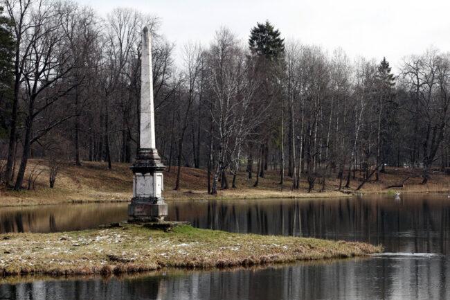ГМЗ Гатчина, Белое озеро, Чесменская колонна