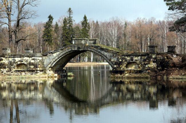 ГМЗ Гатчина, Белое озеро, Горбатый мост