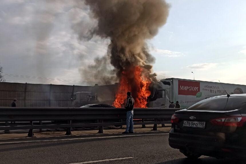 пожар, горящие автомобили, Кольцевая автодорога