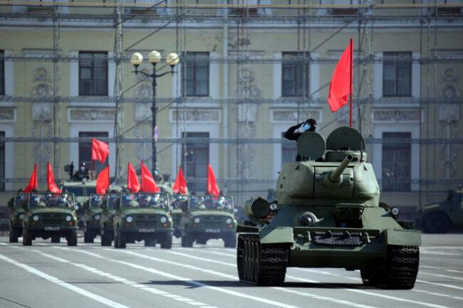 репетиция парада Победы, 9 мая, военные, военнослужащие, солдаты, Дворцовая площадь, бронетехника, танк Т-34