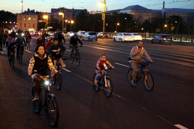 ночь музеев, ночной велопробег, велосипедисты, Литейный мост