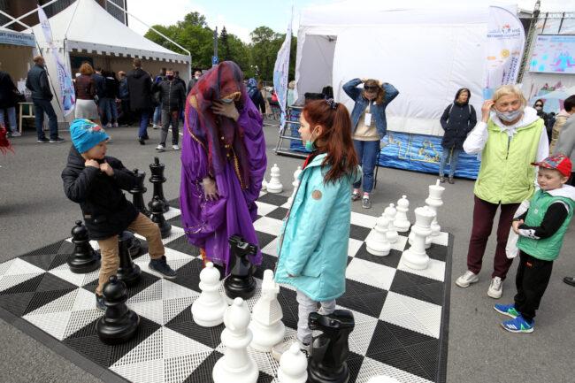 бал национальностей, уличные шахматы