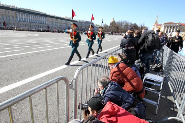 парад победы, день победы, 9 мая, армия, военнослужащие, рота почётного караула, журналисты, фотокорреспонденты