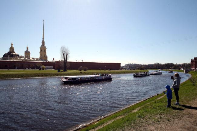 день Победы, Бессмертная флотилия, прогулочные теплоходы, водный транспорт