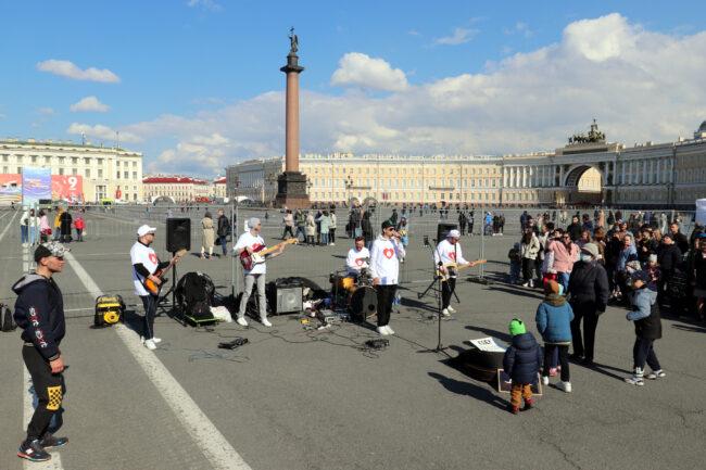 уличные музыканты, Дворцовая площадь, Александровская колонна